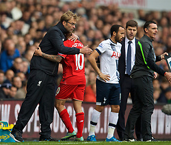 LONDON, ENGLAND - Saturday, October 17, 2015: Liverpool's manager Jürgen Klopp hugs Philippe Coutinho Correia as he is substituted against Tottenham Hotspur during the Premier League match at White Hart Lane. (Pic by David Rawcliffe/Kloppaganda)