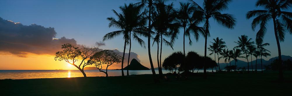 Sunrise, Kualoa Beach Park, Kaneohe Bay, Oahu, Hawaii<br />