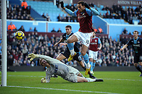 Fotball<br /> England<br /> Foto: Fotosports/Digitalsport<br /> NORWAY ONLY<br /> <br /> John Carew Scores goal but is disallowed for being offside<br /> Aston Villa 2009/10<br /> Robert Green West Ham United<br /> Aston Villa V West Ham United (0-0) 17/01/10<br /> The Premier League