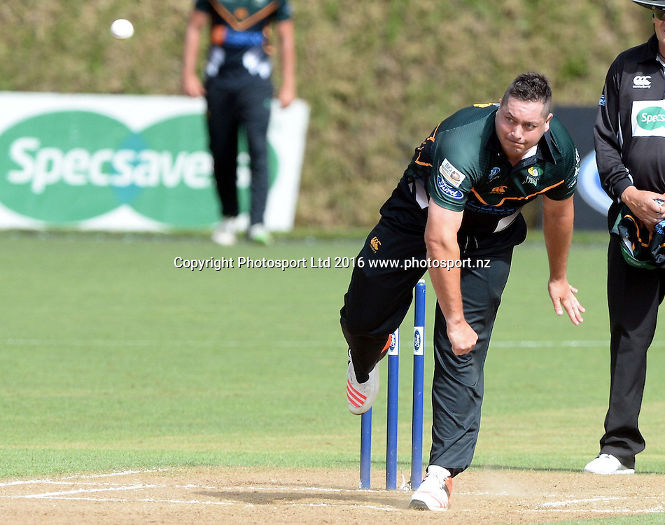 Central Districts Jesse Ryder bowls in the Ford Trophy Final, Central Stags vs Canterbury, Pukekura Park, New Plymouth, January 30, 2016. Copyright photo: Kerry Marshall / www.photosport.nz