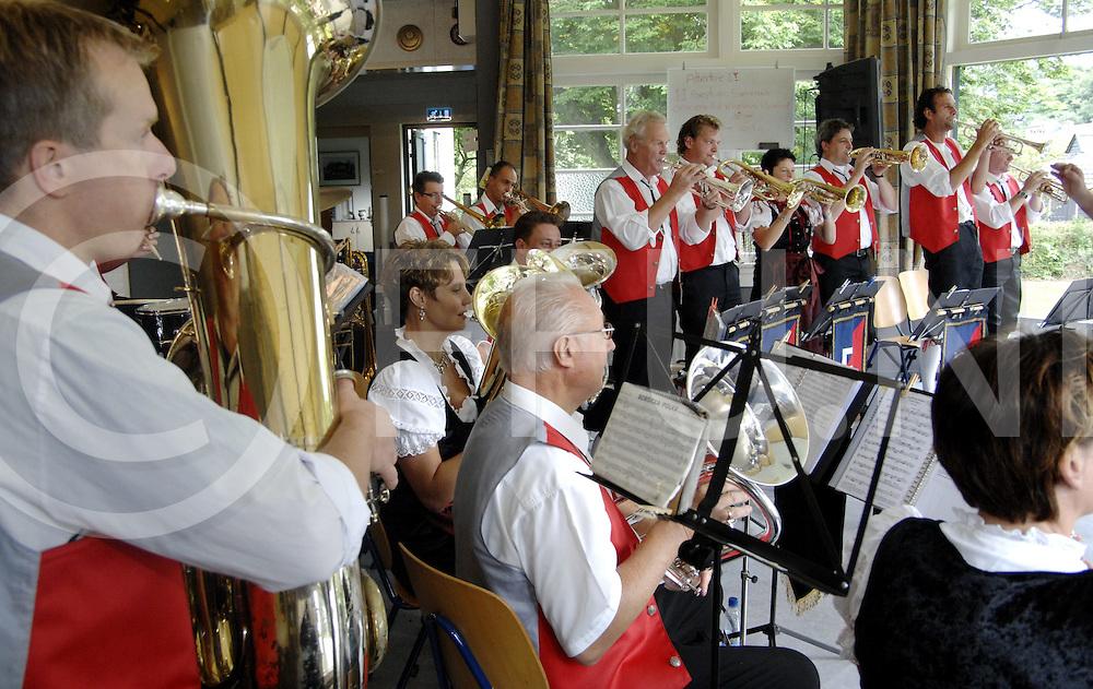 HELLENDOORN..Geurentoet concert van de Eschlanderkapel in het geuren park...Editie:WEST ....FFU Press Agency©2008 Saskia Stegeman..TT20080907