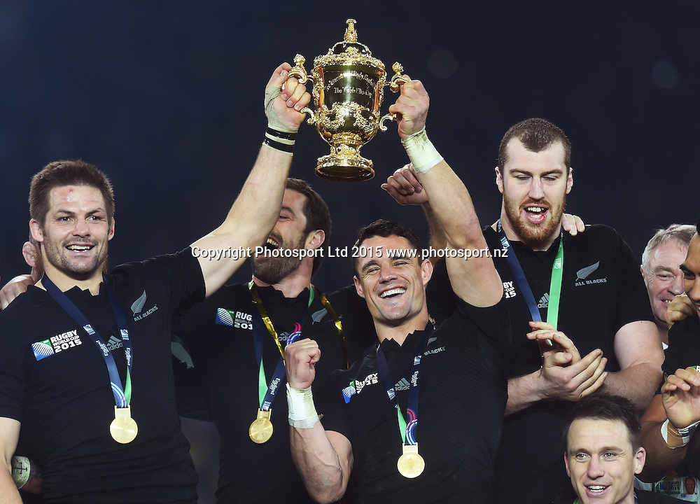 Richie McCaw and Dan Carter with the Webb Ellis Cup after winning the Rugby World Cup Final. New Zealand All Blacks v Australia Wallabies, Twickenham Stadium, London, England. Saturday 31 October 2015. Copyright Photo: Andrew Cornaga / www.Photosport.nz
