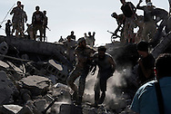 Libya, Sirte: Soon after he surrendered, an ISIS fighter is violently dragged by Libyan fighters affiliated with the government in Tripoli who shout and threaten to lynch him. <br /> Alessio Romenzi