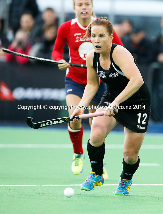 New Zealand's Ella Gunson. Fourth test, New Zealand Black Sticks Women v USA women's international hockey, Twin Turfs , Palmerston North, New Zealand. Thursday, 23 October, 2014. Photo: John Cowpland / www.photosport.co.nz