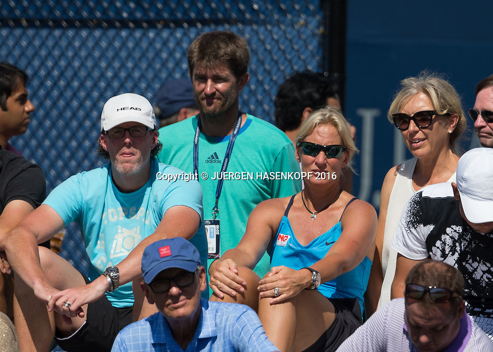 L-R. DTB Trainer Dirk Dier, Davis Cup Captain Michael Kohlmann, Fed Cup Chefin BARBARA RITTNER und Renate Lottner (Mutter von Antonia Lottner)<br /> <br /> Tennis - US Open 2016 - Grand Slam ITF / ATP / WTA -  USTA Billie Jean King National Tennis Center - New York - New York - USA  - 30 August 2016.