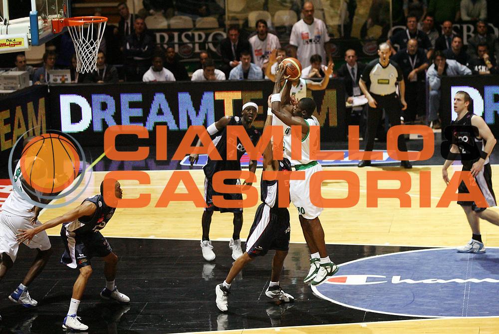 DESCRIZIONE : Bologna Coppa Italia 2006-07 Quarti di Finale Montepaschi Siena Eldo Napoli<br /> GIOCATORE : Sato<br /> SQUADRA : Montepaschi Siena<br /> EVENTO : Campionato Lega A1 2006-2007 Tim Cup Final Eight Coppa Italia Quarti di Finale<br /> GARA : Montepaschi Siena Eldo Napoli<br /> DATA : 09/02/2007<br /> CATEGORIA : Tiro<br /> SPORT : Pallacanestro <br /> AUTORE : Agenzia Ciamillo-Castoria/G.Cottini<br /> Galleria : Lega Basket A1 2006-2007<br /> Fotonotizia : Bologna Coppa Italia 2006-2007 Quarti di Finale Montepaschi Siena Eldo Napoli<br /> Predefinita :