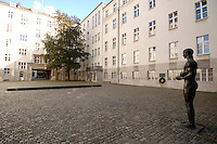 05 SEP 2007, BERLIN/GERMANY:<br /> Hof Gedenkstaette Deutscher Widerstand, Bendlerblock<br /> IMAGE: 20070905-03-005<br /> KEYWORDS: Gedenkstätte Deutscher Widerstand