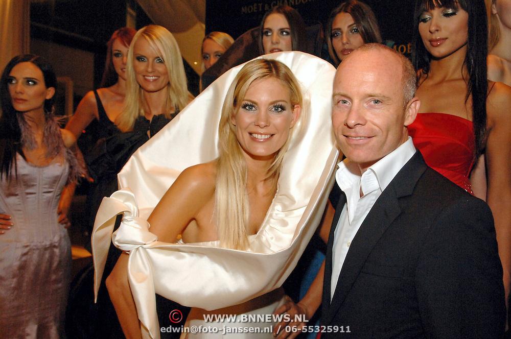 NLD/Amsterdam/20060909 - Modeshow Mart Visser Winter 2006, met alle mannequins en Danielle Bleeker als bruid