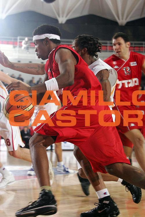 DESCRIZIONE : Roma Uleb Cup 2005-06 Lottomatica Virtus Roma Hapoel Migdal Gerusalemme<br /> GIOCATORE : Mason<br /> SQUADRA : Hapoel Migdal Gerusalemme<br /> EVENTO : Uleb Cup 2005-2006<br /> GARA : Lottomatica Virtus Roma Hapoel Migdal Gerusalemme <br /> DATA : 22/11/2005<br /> CATEGORIA : <br /> SPORT : Pallacanestro<br /> AUTORE : Agenzia Ciamillo&amp;Castoria/E.Castoria<br /> Galleria : Uleb Cup 2005-2006<br /> Fotonotizia : Roma Uleb Cup 2005-06 Lottomatica Virtus Roma Hapoel Migdal Gerusalemme<br /> Predefinita :