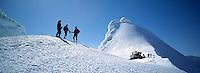On the summit of Snæfellsjökull glacier, a jeep, snowmobile and skiers getting ready for action. Á tindi Snæfellsjökuls. Snjótroðari, jeppi og skíðafólk að gera sig klárt.<br />