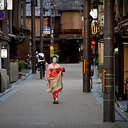 Geisha approach, Kyoto, Japan (June 2004)