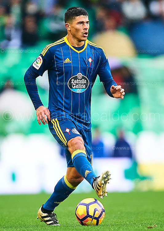 SEVILLE, SPAIN - DECEMBER 04:  Facundo Roncaglia of RC Celta de Vigo in action during La Liga match between Real Betis Balompie an RC Celta de Vigo at Benito Villamarin Stadium on December 4, 2016 in Seville, Spain.  (Photo by Aitor Alcalde Colomer/Getty Images)