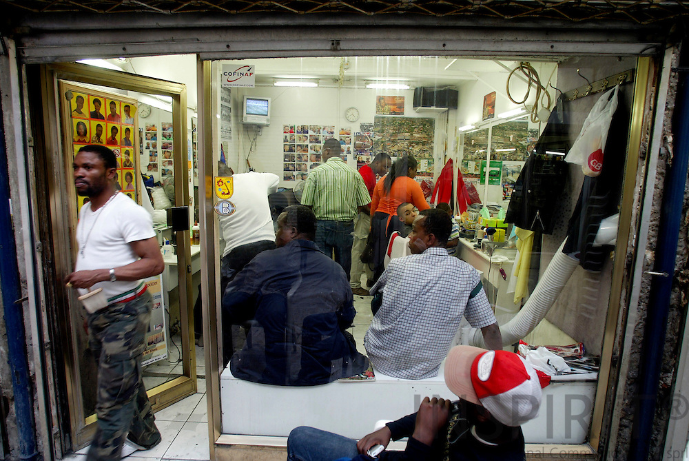 BRUSSELS - BELGIUM - 30 JUNE 2006  -- Matonge the African City in the City at Porte De Namur -- The hairdresser for men fully occupied and waiting customers in and outside the shop.  PHOTO: ERIK LUNTANG /