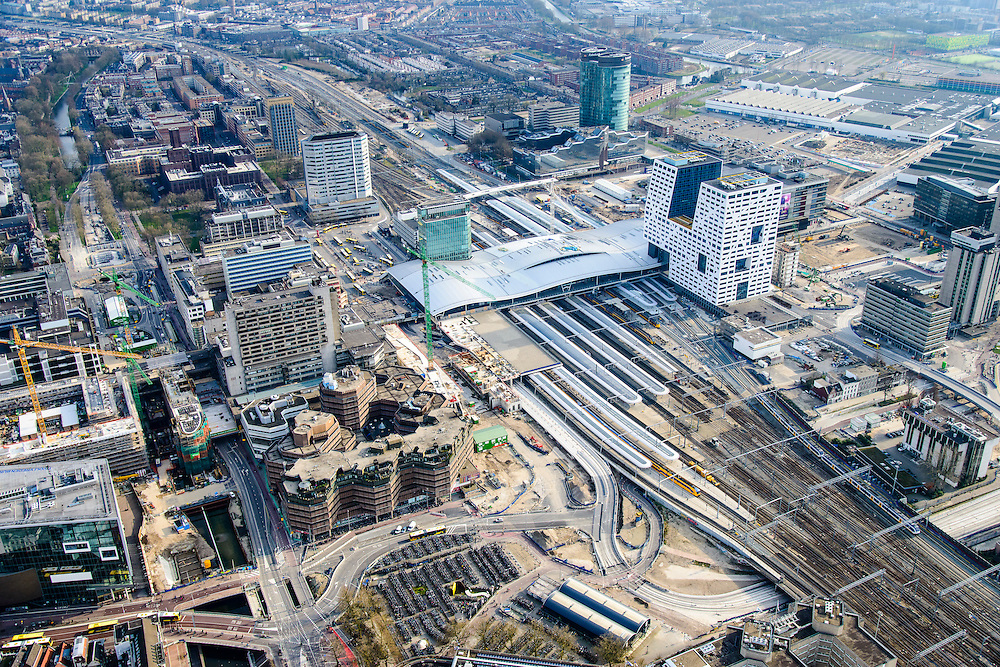 Nederland, Utrecht, Gemeente Utrecht, 01-04-2016; Ontwikkeling van het Stationsgebied Utrecht - CU2030. Nieuwe overkapping van het Centraal Station en het Stadskantoor. Developement of the new Station Area Utrecht with Central Station and City office. <br /> <br /> luchtfoto (toeslag op standard tarieven);<br /> aerial photo (additional fee required);<br /> copyright foto/photo Siebe Swart