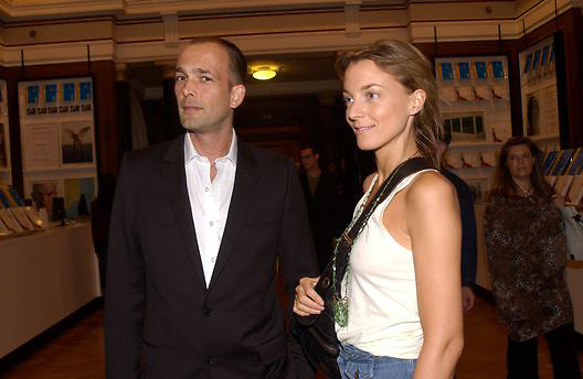 Phoebe Philo and Max Wigram, Opening of the Satchi Gallery, County Hall. 15 April 2003. © Copyright Photograph by Dafydd Jones 66 Stockwell Park Rd. London SW9 0DA Tel 020 7733 0108 www.dafjones.com