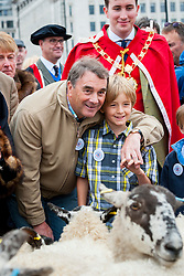 © Licensed to London News Pictures. 25/09/2016. London, UK. The annual Sheep Drive by the Worshipful Company of Woolmen takes place across London Bridge, led by former Formula One driver, Nigel Mansell.  The event raises funds for the Lord Mayor's Appeal and the Woolmen's Charitable Trust. Photo credit : Stephen Chung/LNP