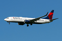 Boeing 737-832 (N394DA) operated by Delta Air Lines on approach to San Francisco International Airport (KSFO), San Francisco, California, United States of America