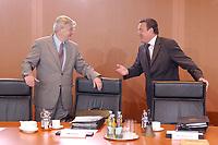 25 JUN 2003, BERLIN/GERMANY:<br /> Joschka Fischer (L), B90/Gruene, Bundesaussenminister, und Gerhard Schroeder (R), SPD, Bundeskanzler, im Gespraech, vor Beginn der Kabinettsitzung, Bundeskanzleramt<br /> IMAGE: 20030625-01-018<br /> KEYWORDS: Kabinett, Sitzung, gespräch