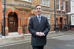 © Licensed to London News Pictures. 16/11/2018. London, UK.  Conservative MP, Jacob Rees-Mogg leaving his central London home this morning.  Photo credit: Vickie Flores/LNP