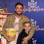 NLD/Amsterdam/20191005 - De Brief voor Sinterklaas, Rene Watzema met zijn zoon