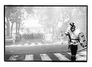 Proteste contro il summit del G8, Genova luglio 2001. Venerdì 20 luglio, corteo dei Disobbedienti. Tra le cariche. Via Casaregis (dintorni di via Tolemaide).