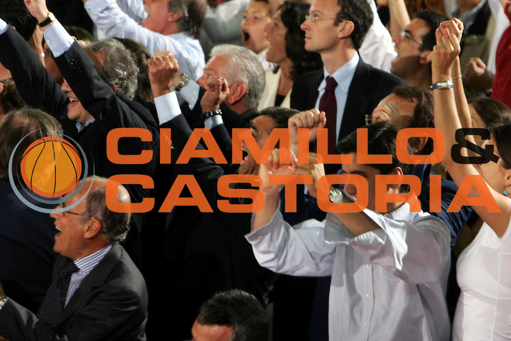 DESCRIZIONE : ROMA CAMPIONATO LEGA A1 2004-2005<br />GIOCATORE : TOTI<br />SQUADRA : LOTTOMATICA VIRTUS ROMA<br />EVENTO : CAMPIONATO LEGA A1 2004-2005 PLAYOFF SEMIFINALE GARA 2<br />GARA : LOTTOMATICA ROMA-CLIMAMIO BOLOGNA<br />DATA : 29/05/2005<br />CATEGORIA :<br />SPORT : Pallacanestro<br />AUTORE : AGENZIA CIAMILLO&amp;CASTORIA