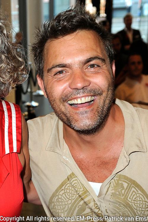 Premi&egrave;re The Normal Heart in In theater DeLaMar. The Normal Heart is gebaseerd op een waargebeurd verhaal over de opkomst van de aidsepidemie in New York in de jaren &lsquo;80.<br /> <br /> Op de foto:  Mike Starink