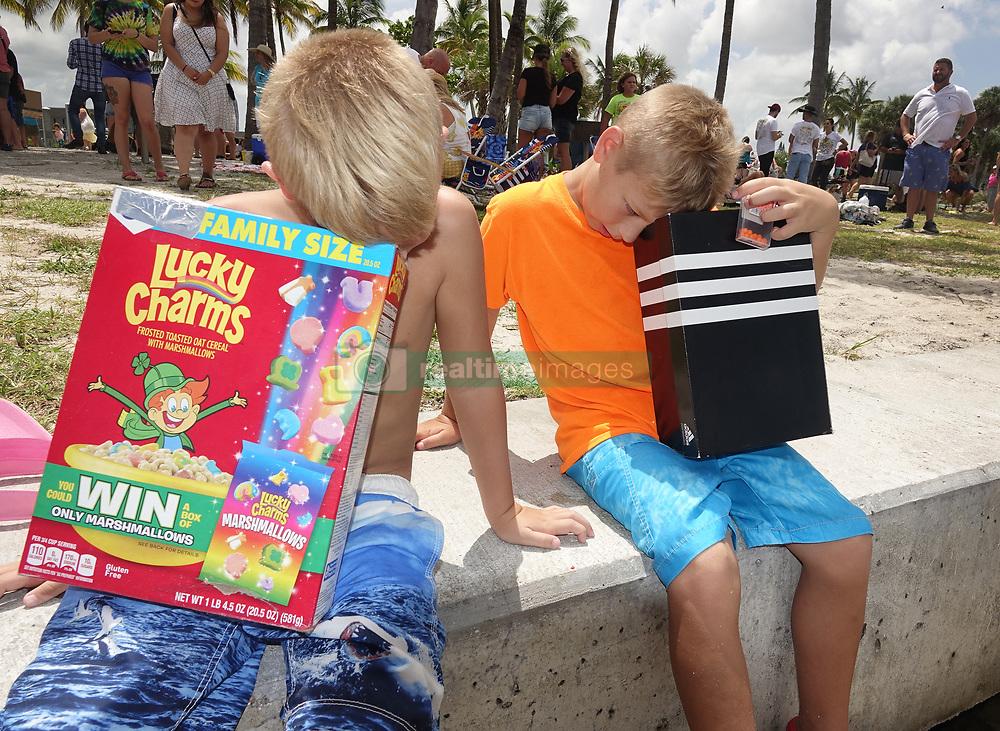 August 21, 2017 - Florida, U.S. - THOMAS ASKARI, 7, and SEAN ASKARI, 10, Wellington view with their homemade viewers at total solar eclipse at Dubois Park. (Credit Image: © Melanie Bell/The Palm Beach Post via ZUMA Wire)