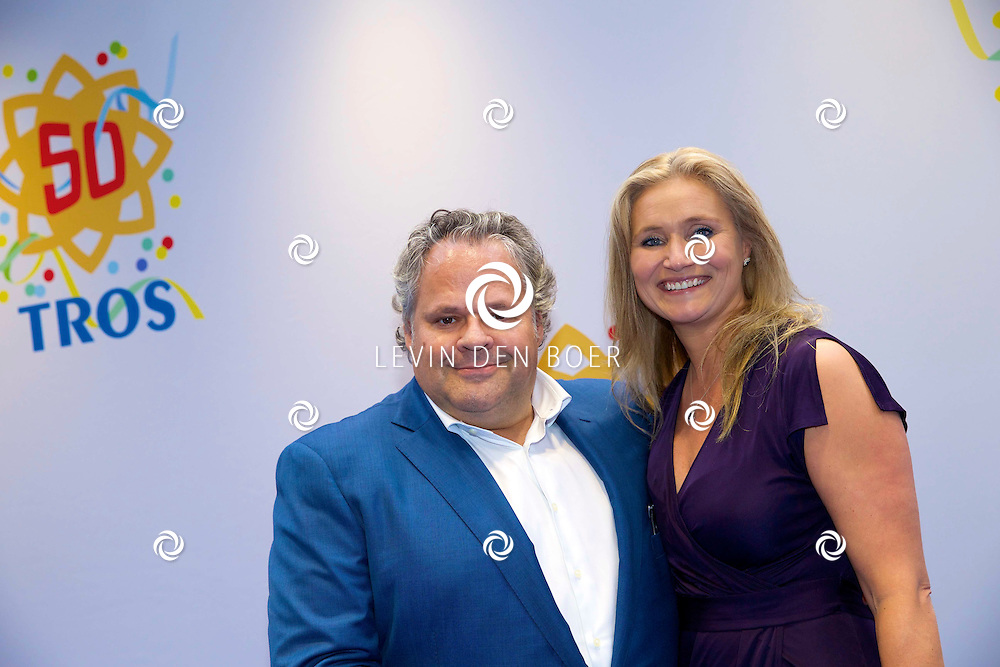 AMSTERDAM - 50 Jaar Tros is gevierd in theater Carré met heel veel bekende Nederlanders uit de Tros wereld. Met hier op de foto  Bas van Werven en partner. FOTO LEVIN DEN BOER - PERSFOTO.NU
