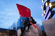Frankfurt | 25 February 2017<br /> <br /> Am Samstag (25.02.2017) nahmen etwa 1000 Menschen in Frankfurt am Main an einer linksradikalen Demonstration unter dem Motto &quot;Make Racists Afraid Again&quot; Teil. Die Demo begann am S&uuml;dbahnhof in Frankfurt-Sachsenhausen und endete am Willy-Brandt-Platz. Organisiert wurde der Aufmarsch von dem B&uuml;ndnis &quot;Antifa United Frankfurt&quot;.<br /> Hier: Die Demo ist auf dem Willy-Brandt-Platz angekommen, Aktivisten mit einer roten Fahne haben sich vor der Euro-Skulptur auf eine Mauer gesetzt.<br /> <br /> photo &copy; peter-juelich.com