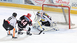 11.10.2015, Tiroler Wasserkraft Arena, Innsbruck, AUT, EBEL, HC TWK Innsbruck die Haie vs Dornbirner Eishockey Club, 10. Runde, im Bild vl.:  Robert Lembacher (Dornbirner Eishockey Club), Jeff Ulmer (HC TWK Innsbruck Die Haie), Florian Hardy (Dornbirner Eishockey Club) // during the Erste Bank Icehockey League 10th round match between HC TWK Innsbruck  die Haie and Dornbirner Eishockey Club at the Tiroler Wasserkraft Arena in Innsbruck, Austria on 2015/10/11, EXPA Pictures © 2015, PhotoCredit: EXPA/ Jakob Gruber