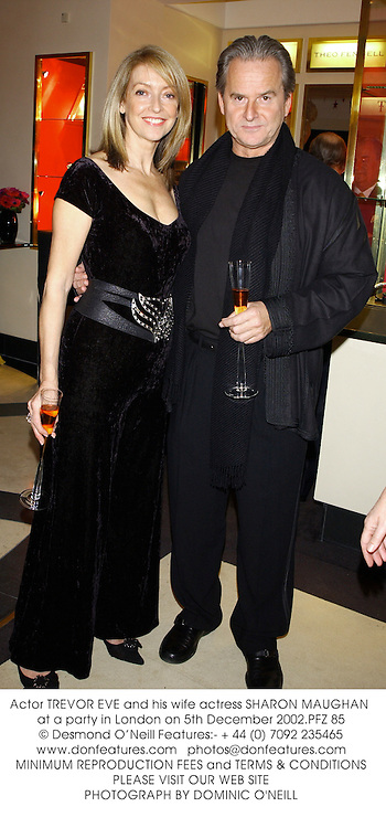 Actor TREVOR EVE and his wife actress SHARON MAUGHAN at a party in London on 5th December 2002.PFZ 85