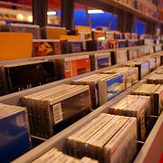 NLD/Huizen/20051008 - Bibliotheek Huizen, cd's, muziek, rij, nummering