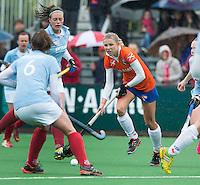 BLOEMENDAAL - Bloemendaal speelster Roos Broek.   Eerste play off wedstrijd hockey voor promotie naar de hoofdklasse tussen de vrouwen van Bloemendaal en Wageningen. COPYRIGHT KOEN SUYK