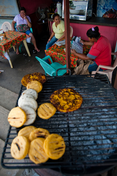 En homenaje a San Antonio de Padua el pasado 13 de junio se celebro en el pueblo de Clarines, Estado Anzoategui las XI Ferias de Clarines.<br /> <br /> FAIRS OF CLARINES - SAN ANTONIO DE PADUA / FERIAS DE CLARINES - SAN ANTONIO DE PADUA<br /> Clarines, Anzoategui State - Venezuela 2010. <br /> (Copyright &copy; Aaron Sosa)