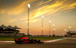November 24, 2018 - Abu Dhabi, United Arab Emirates - Motorsports: FIA Formula One World Championship 2018, Grand Prix of Abu Dhabi, World Championship;2018;Grand Prix;Abu Dhabi, #3 Daniel Ricciardo (AUS, Red Bull Racing) (Credit Image: © Hoch Zwei via ZUMA Wire)