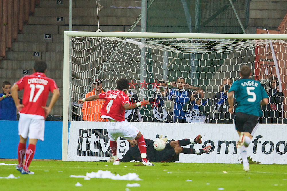 LIEGE, BELGIUM - Wednesday, August 13, 2008: Liverpool's goalkeeper Pepe Reina saves a penalty from Royal Standard de Liege's Dante Bonfim Costa during the UEFA Champions League 3rd Qualifying Round match at the Stade Maurice Dufrasne. (Photo by David Rawcliffe/Propaganda)
