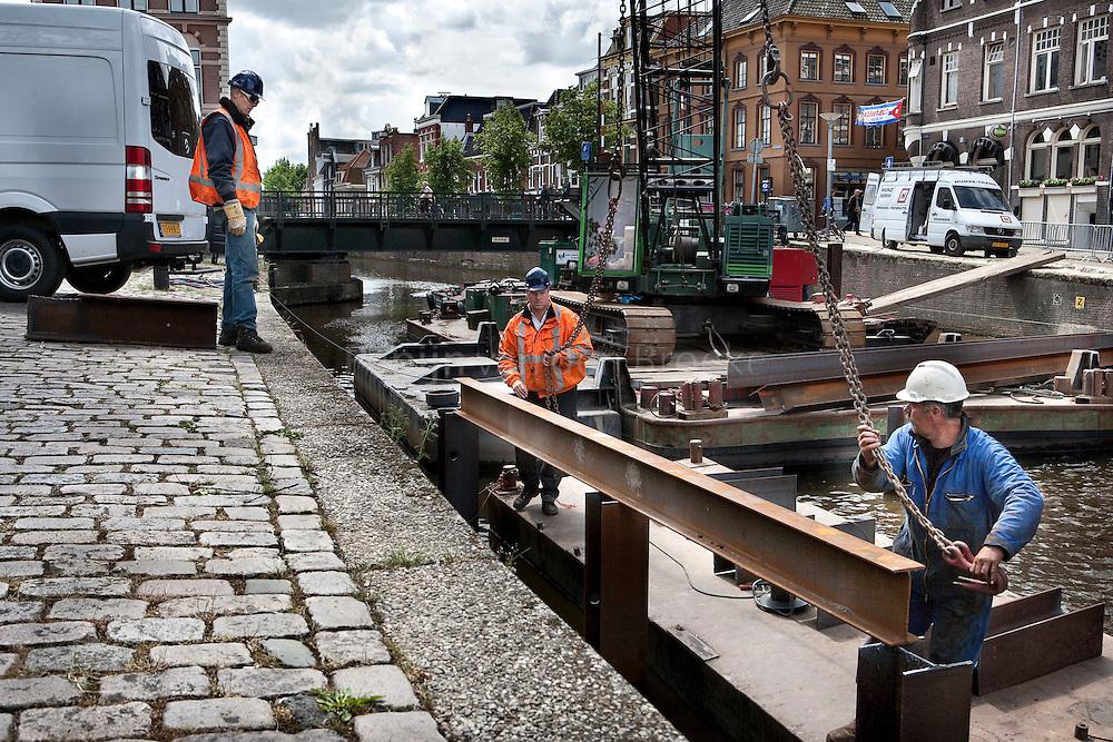 2009/6/4 .Voorbereidende werkzamheden herstel A-brug Groningen . foto: Pepijn van den Broeke