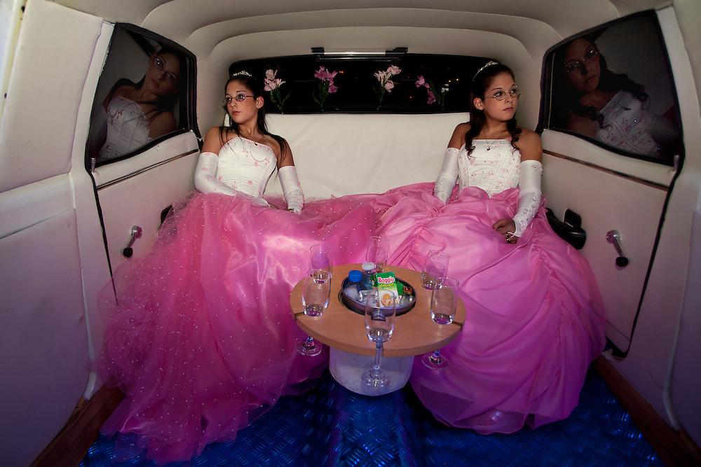 ES: Las gemelas Laura y Bel&eacute;n, llegan con la limosina a la fiesta de sus 15 a&ntilde;os. En Latinoam&eacute;rica, la celebraci&oacute;n del cumplea&ntilde;os de quince de las mujeres, sigue siendo un evento muy importante ya que marca simbolicamente la transici&oacute;n de la ni&ntilde;ez a la edad adulta. <br /> <br /> EN:The twins Laura and Bel&eacute;n on the day of their fifteenth birthday celebration. In Latin America, the celebration of the fifteenth birthday of a teenager is very important because it marks the transition from childhood to maturity.