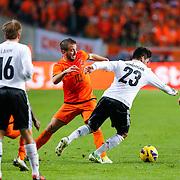 NLD/Amsterdam/20121114 - Vriendschappelijk duel Nederland - Duitsland, Ilkay Gundogan in duel met  Rafael van der Vaart