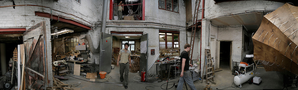 Conrad Shawcross in his studio in Clapton. London E5. 13 September 2006. ONE TIME USE ONLY - DO NOT ARCHIVE  © Copyright Photograph by Dafydd Jones 66 Stockwell Park Rd. London SW9 0DA Tel 020 7733 0108 www.dafjones.com