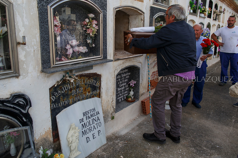 19/05/2018. Angel Blanco places the remains of his uncle Eugenio Molina Morato who was assassinated by dictator Francisco Franco's forces inside a niche at the cemetery on May 19, 2018 in Sacedon, Guadalajara province, Spain. General Franco's forces killed Timoteo Mendieta and other people between 1939 and 1940 after Spain's Civil War and buried them in mass graves in Guadalajara's cemetery. Argentinian judge Maria Servini used the international human rights law and ordered the exhumation and investigation of Mendieta's mass grave. The exhumation was carried out by Association for the Recovery of Historical Memory (ARMH) recovering 50 bodies from 2 mass graves and identified 24 of them. Spain's Civil War took the lives of thousands of people on both sides, but Franco continued his executions after the war has finished. Spanish governments has never done anything to help the victims of the Civil War and Franco's dictatorship while there are still thousands of people missing in mass graves around the country. (© Pablo Blazquez)