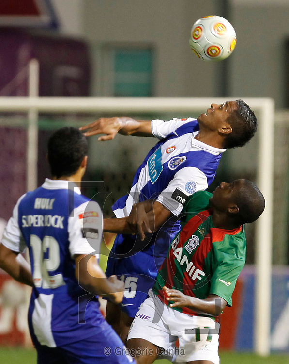Portugal, Funchal: Porto player,Alvaro (C), jumps for the ball with Maritimo opponent, Djalma(L), during their first league soccer match held at the Barreiros stadium, Funchal, Madeira Island, Portugal, 8 November 2009..Photo Gregorio Cunha.Liga Sagres, Estadio dos Barreiros, Ilha da Madeira, Portugal.Maritimo vs FC Porto.Alvaro e Djalma.Foto Gregorio Cunha