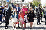 De koninklijke familie is in Zwolle voor de viering van Koningsdag. /// The royal family is in Zwolle for the celebration of King's Day.<br /> <br /> Op de foto / On the photo:  Koning Willem-Alexander en Koningin Maxima met hun dochters Amalia, Alexia en Ariane / <br /> King Willem-Alexander and Queen Maxima with their daughters Amalia, Alexia and Ariane
