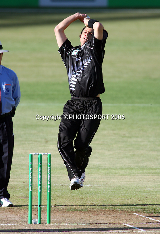 Black Caps bowler Shane Bond in action during the 1st ODI cricket match between the West Indies and the New Zealand Black Caps at Westpac Stadium, Wellington, New Zealand, Saturday, February 18 2006. Photo: Andrew Cornaga/PHOTOSPORT<br /><br /><br />147002