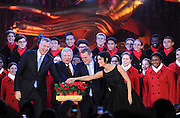 New York City Mayor Bill de Blasio, left, Jerry Speyer, second left, Rob Speyer, second right, and actress Jaimie Alexander, right, light the 2015 Rockefeller Center Christmas Tree, Wednesday, Dec. 2, 2015 in New York. (Photo by Diane Bondareff/Invision for Tishman Speyer/AP Images)