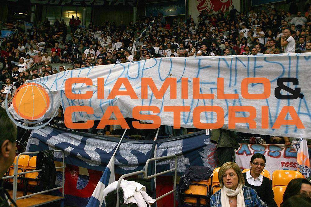 DESCRIZIONE : Bologna Lega A Dilettanti 2009-10 Fortitudo Bologna - Bitumcalor Trento<br /> GIOCATORE : Striscione tifoseria Fortitudo<br /> SQUADRA : Fortitudo Bologna<br /> EVENTO : Campionato Serie A Dilettanti 2009-2010 <br /> GARA : Fortitudo Bologna - Bitumcalor Trento<br /> DATA : 22/11/2009 <br /> CATEGORIA : Striscione tifoseria Fortitudo<br /> SPORT : Pallacanestro <br /> AUTORE : Agenzia Ciamillo-Castoria/D.Vigni<br /> Galleria : Basket Serie A Dilettanti 2009-2010 <br /> Fotonotizia : Bologna Lega A Dilettanti 2009-2010 Fortitudo Bologna - Bitumcalor Trento<br /> Predefinita :