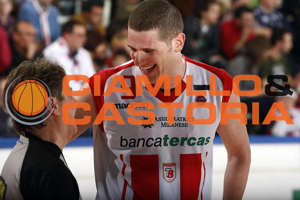 DESCRIZIONE : Teramo Lega A 2008-09 Bancatercas Teramo La Fortezza Virtus Bologna<br /> GIOCATORE : Valerio Amoroso Marcello Reatto<br /> SQUADRA : Bancatercas Teramo AIAP<br /> EVENTO : Campionato Lega A 2008-2009<br /> GARA : Bancatercas Teramo  La Fortezza Virtus Bologna<br /> DATA : 30/04/2009<br /> CATEGORIA : ritratto arbitro referees<br /> SPORT : Pallacanestro<br /> AUTORE : Agenzia Ciamillo-Castoria/E.Castoria