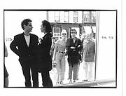 People looking inside an Art Gallery, West Broadway New York. 1993 approx. © Copyright Photograph by Dafydd Jones 66 Stockwell Park Rd. London SW9 0DA Tel 020 7733 0108 www.dafjones.com