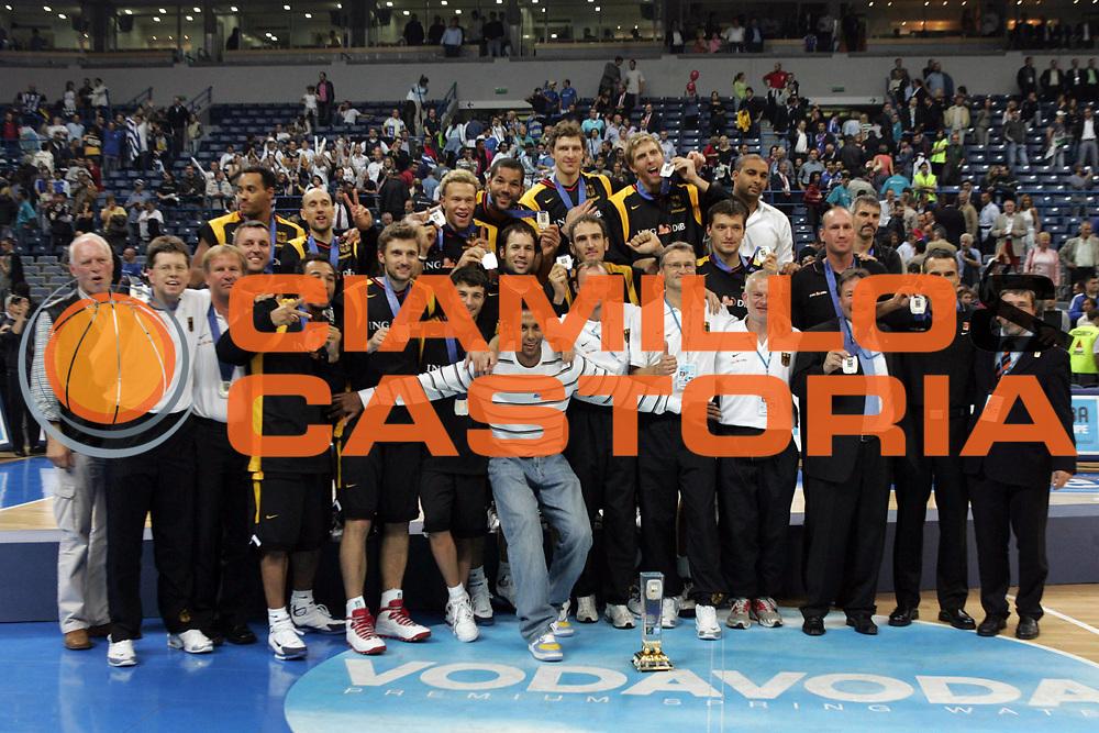 DESCRIZIONE : Belgrado Belgrade Eurobasket Men 2005 Premiazione Closing Ceremony<br /> GIOCATORE : Germania Germany Team Squadra<br /> SQUADRA : Germania Germany<br /> EVENTO : Eurobasket Men 2005 Campionati Europei Uomini 2005<br /> GARA : <br /> DATA : 25/09/2005<br /> CATEGORIA :<br /> SPORT : Pallacanestro<br /> AUTORE : Ciamillo&amp;Castoria/Fiba Europe Pool